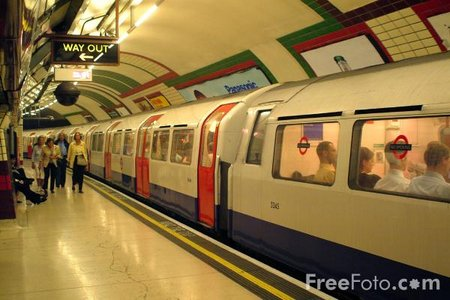 Tube-Train--London-Underground web