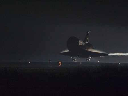 STS134-nightlanding-555112main 1963 946-710